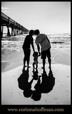 30 Lovely Beach Family Photos Ideas for better family beach shots