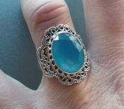 Zilveren ring met facet Chalcedoon in bewerkte setting 17 mm