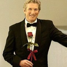 """Best scene in the movie """"Shall We Dance."""" Richard Gere coming up the escalator in a black tuxedo holding a red rose. My husband looks very handsome in a black tuxedo Richard Gere, Brad Pitt, Gorgeous Men, Beautiful People, Shall We Dance, Anthony Hopkins, Actrices Hollywood, Harrison Ford, Marlon Brando"""