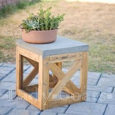 Concrete and Wood X Stool/Side Table - Featuring Lady Goats DIY Patio Bench or Side Table by Lady Goats Outdoor End Tables, Patio Side Table, Outdoor Stools, Patio Bench, Side Tables, Small Outdoor Side Table, Table Palette, Palette Deco, Patio Diy
