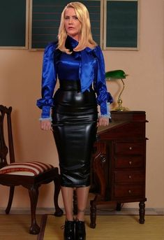 Long Leather Skirt, Leather Dresses, Curvy Outfits, Sexy Outfits, Fashion Outfits, Satin Skirt, Satin Dresses, Satin Pencil Skirt, Pencil Skirt Black