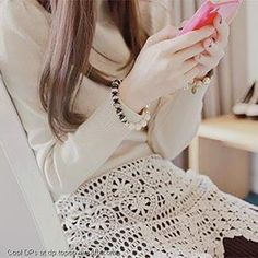 Cell-Phone-Girl-Display-Picture