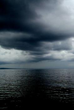 dark moody clouds and sky, incoming storm beautiful nature Stormy Sea, All Nature, Sky And Clouds, Storm Clouds, Ocean Storm, Black Clouds, Sea And Ocean, Ocean Beach, Belle Photo