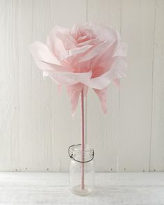 Learn how to make a giant crepe paper rose in this step-by-step tutorial. Who doesn't love giant paper flowers?