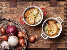 Recept voor Franse uiensoep met gegratineerde kaastoast