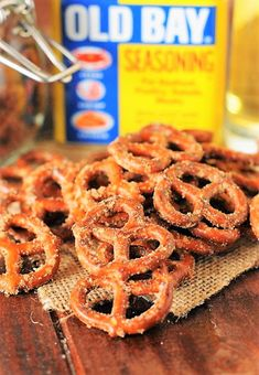 Spiced Pretzels, Seasoned Pretzels, Pretzels Recipe, Soft Pretzels, Cajun Pretzel Recipe, Pretzel Crackers Recipe, Pretzel Seasoning Recipes, Ranch Pretzels, Seasoned Crackers