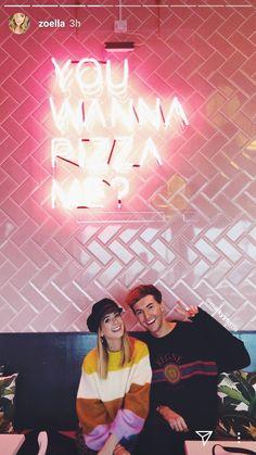 Zoe Sugg and Mark Ferris Zoella Style, Zoella Outfits, Mark Ferris, British Youtubers, Zoe Sugg, Just Video, Best Friendship, Beautiful Person, Portrait Photo