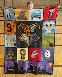 This spring it was my nephew's turn to get a blanket. He was very into the HP books when he was younger. Colchas Harry Potter, Harry Potter Crochet, C2c Crochet Blanket, Crochet Blanket Patterns, Crochet Stitches, Crochet Crafts, Crochet Projects, Harry Potter Cross Stitch Pattern, Crochet Disney