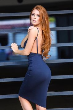 Sexy Girls in Tight Dresses & Skirts : Photo