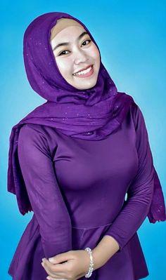 Hijabi Girl, Girl Hijab, Muslim Girls, Muslim Women, Beautiful Hijab, Beautiful Asian Women, Teen Girl Poses, Beauty Full Girl, Looking Gorgeous