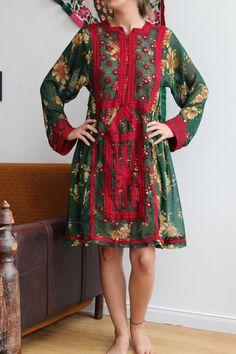 Dress India, Balochi Dress, Hand Embroidery Dress, Kurti Designs Party Wear, Tribal Dress, India And Pakistan, Handmade Dresses, Ethnic Fashion, Designer Dresses