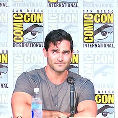 together, tl-hoechlin: Can you do the curl? [Xx]