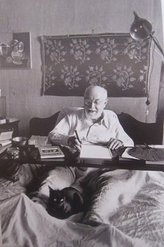 Henri Matisse ya enfermito realizaba collages en la cama----visitado por PICASSO  con asiduidad----.....creador gasta el dia de su muerte #FredericClad