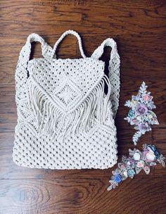 Backpack Tutorial, Diy Backpack, Backpack Pattern, Purse Tutorial, Cordon En Cuir, Drawing Bag, Macrame Purse, Crochet Geek, Macrame Patterns