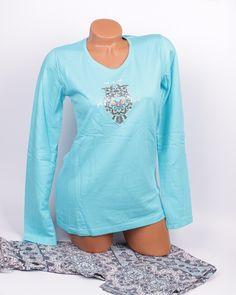 Синя дамска пижама подплатена с финна вата. Пижамата е с обло деколте, дълъг ръкав и апликация - сова отпред. Панталонът е с ластик и връзка на талията с орнаменти в бяло и синьо.