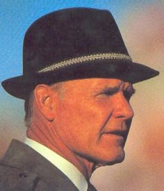 """Thomas Wade """"Tom"""" Landry (September 1924 – February was an American football player and coach. He is ranked as one of the greatest and most innovative coaches in National Football League (NFL) history, creating many new formations and methods. Cowboys Players, American Football Players, Nfl Football Teams, Football Boys, Dallas Cowboys Rings, Dallas Texas, Nfl Coaches, Tom Landry, How Bout Them Cowboys"""