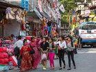 La «petite Chinatown» : c'est ainsi que les Népalais surnomment l'artère commerçante de Kadichaur, à mi-chemin entre Kodari et Katmandou