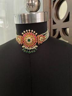 Gold Temple Jewellery, Saree Jewellery, Bridal Jewellery, Pearl Necklace Designs, Jewelry Design Earrings, Beaded Jewelry, Bridal Necklace Set, Gold Designs, Chocker