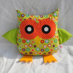 Kissen - Eulenkissen - grün geblümt - ein Designerstück von MrsPy bei DaWanda
