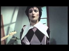 70s post punk style: colours, costumes, sound and compositions • Siouxsie And The Banshees - Happy House