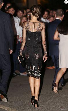 Letizia d'Espagne, magnifique dans une robe de cocktail Felipe Varela, était somptueuse au bras du roi Felipe VI, le 16 septembre 2015, pour un événement scientifique et un dîner de gala à l'Université de Georgetown à Washington (où étudia Felipe dans les années 1990), lors de leur visite officielle aux Etats-Unis.