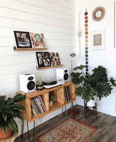 Boho Living Room, Living Room Decor, Bedroom Decor, Living Room Vinyl, 70s Bedroom, Retro Living Rooms, Vinyl Room, Cozy Living Rooms, Living Room Designs
