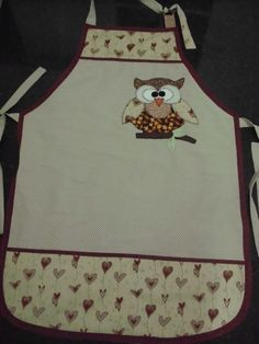 www.elo7.com.br Sewing Aprons, Sewing Clothes, Quilting Projects, Sewing Projects, Childrens Aprons, Owl Fabric, Cute Aprons, Patch Aplique, My Sewing Room