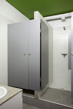 Sant Jordi Hostel Alberg Barcelona – Showers 2