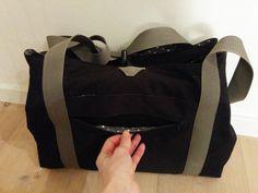 """I dag blev jeg færdig med mit seneste projekt: """"ny pusletaske"""". På min Instagram profil kan ses en kort demo af tasken :)"""