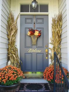 22 Fall Front Porch Ideas- cute idea for Fall:)