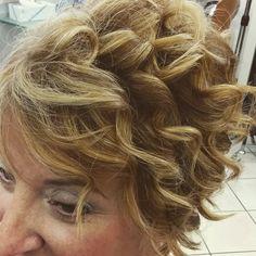 #trucco e #parrucco #hair #wave Dreadlocks, Waves, Hair Styles, Character, Beauty, Fantasy, Hair Plait Styles, Hair Looks, Haircut Styles
