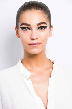 The Extreme Cat Eyes at Cushnie et Ochs Spring 2015 - Beauty Editor: Celebrity Beauty Secrets, Hairstyles