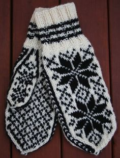 Selbuvotter - traditional gloves knitted in Norway