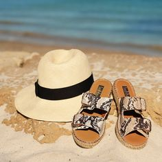 DEEBEE sandal Hobbs Shoes, Buy Shoes Online, Palm Beach Sandals, Summer, Fashion, Moda, Summer Recipes, Fasion, Summer Time
