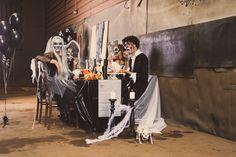 Een #Halloween feest met vrienden. Decoreer je tafel met een spinnenweb, doodskoppen en skeletten. Kies voor bijpassende schmink bij jouw kostuum. Concert, Outfits, Clothes, Suits, Concerts, Clothing, Outfit Posts, Outfit