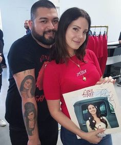 Lana with a fan at her pop up store in Los Angeles (Nov. 25, 2017)
