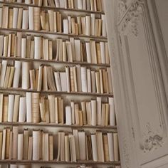 Turn any room into your very own library with this stunning vinyl bookshelf wallpaper in ivory and white tones.