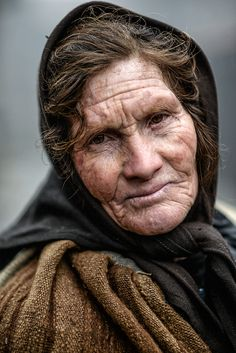 Portugal Rural by Armando Jorge on [So many hurts etched into her face. Old Faces, Many Faces, Eric Lafforgue, Photo Portrait, Portrait Photography, Beautiful Smile, Beautiful People, Let's Make Art, Steve Mccurry