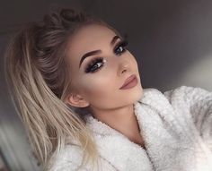 Beautiful look @georgiaharbridge BROWS: #BrowWiz in Medium Brown CONTOUR: Contour Powder Kit #anastasiabeverlyhills