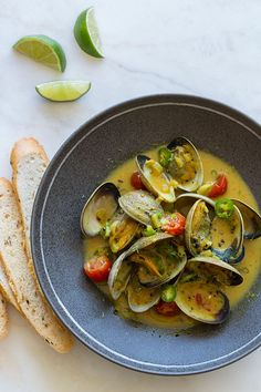 Coconut-Green Curry Steamed Clams I think I will try this with cod.had coconut curry cod at a restaurant one time and it was very good! Fish Recipes, Seafood Recipes, Asian Recipes, Dinner Recipes, Cooking Recipes, Healthy Recipes, Delicious Recipes, Cooking With Coconut Milk, Steamed Clams
