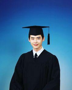 Lee Jong Suk graduates
