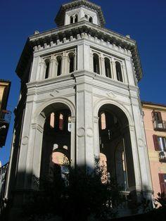 La torre sulla piazzetta della Bollente,sede della simpatica cerimonia della scottatura del Re Sgaientò accompagnato dalla regina   https://www.youtube.com/watch?v=taNrtU96XUI