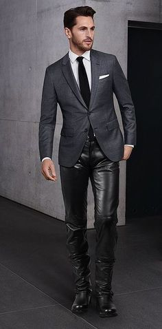 Grey blazer and leather trousers Mens Leather Pants, Tight Leather Pants, Men's Leather, Mode Masculine, Leather Fashion, Mens Fashion, Leder Outfits, Smart Outfit, Moda Casual