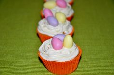 #Easter #Cupcakes. Carrot cake with cream cheese frosting - Cupcakes de zanahoria con frosting de queso