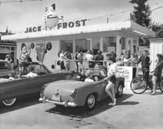 Vintage photo: Jack Frost drive-in circa 1961 Vintage Diner, Vintage Restaurant, Vintage Signs, Vintage Auto, Restaurant Design, Vintage Cars, Antique Cars, Drive In, Old Pictures