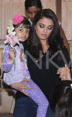 Flower Girl Aaradhya Looks Adorable in Mommy Aishwarya's Arms! | PINKVILLA