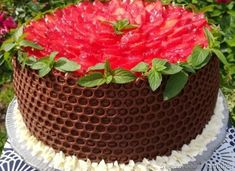 Tort ''Plaster miodu' z truskawkami Sweet Recipes, Frosting, Catering, Food And Drink, Plaster, Birthday Cake, Baking, Sweets, Drinks
