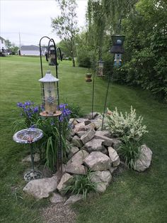 Inspiring 19 Easy-to-Make Bird Feeding Station https://meowlogy.com/2018/12/11/19-easy-to-make-bird-feeding-station/ Pinecone feeders are fantastic projects for children! In case the feeder is much away then a fantastic zoom lens makes a big difference Feeding Birds, Garden Yard Ideas, Easy Garden, Backyard Projects, Garden Art, Garden Projects, Lawn And Garden, Farm Landscaping, Front Landscaping Ideas
