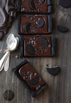 So many things to make with oreos!!!!! YUMMMMM No-Bake Chocolate Oreo Tart | 27 Borderline Genius Ways To Eat Oreos