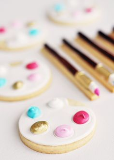 "Artist's Palette & Paintbrush Cookies (with a special ""Twist"") 